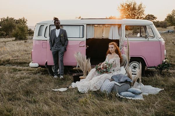 Boho poroka z vintage vozilom Lady bug