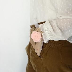 Poročna zapestnica iz tkanine.jpg