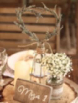 Namizna dekoracija z venčkom iz sivke