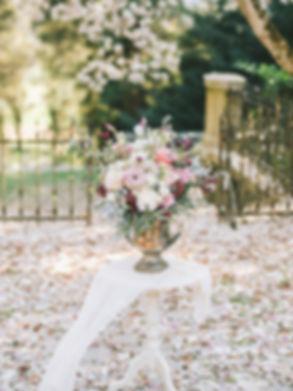 Poročna dekoracija, srebrn vrč z rožami, vintage vrč