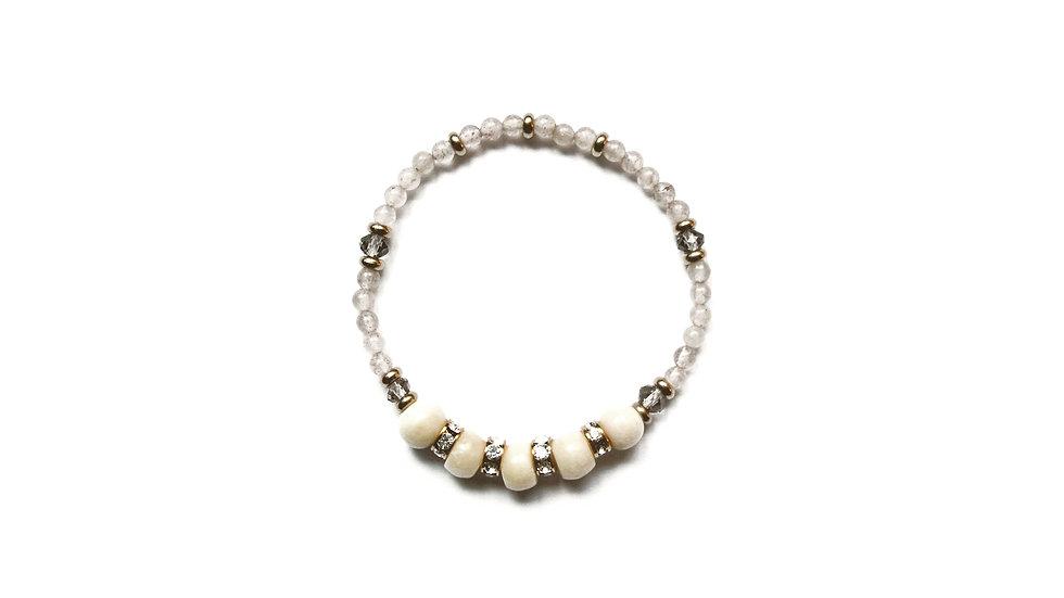 Snow Prunus Bracelet [雪梅牛骨珠串]
