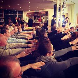 Hier verknotet ein Zauberer fast 200 Zuschauern beide Arme... Herliche #Impressionen von der  2