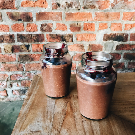 THE FOOD PREP SERIES - CHOCOLATE OVERNIGHT OATS AND BLUEBERRY COMPOTE