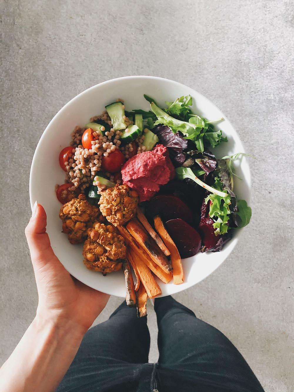 Easy vegan falafel salad bowl