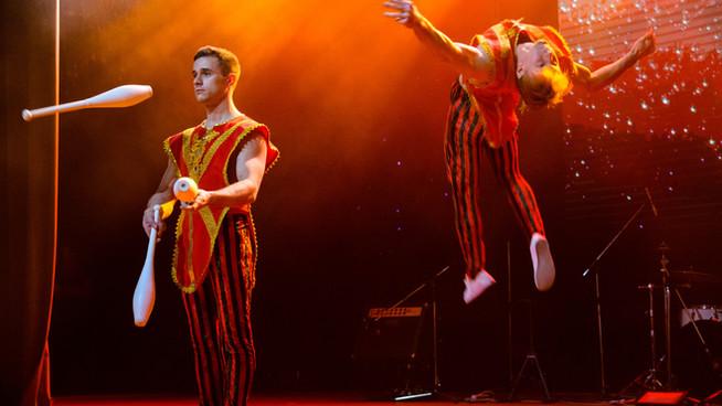 Жонглер и акробат. Дуэт