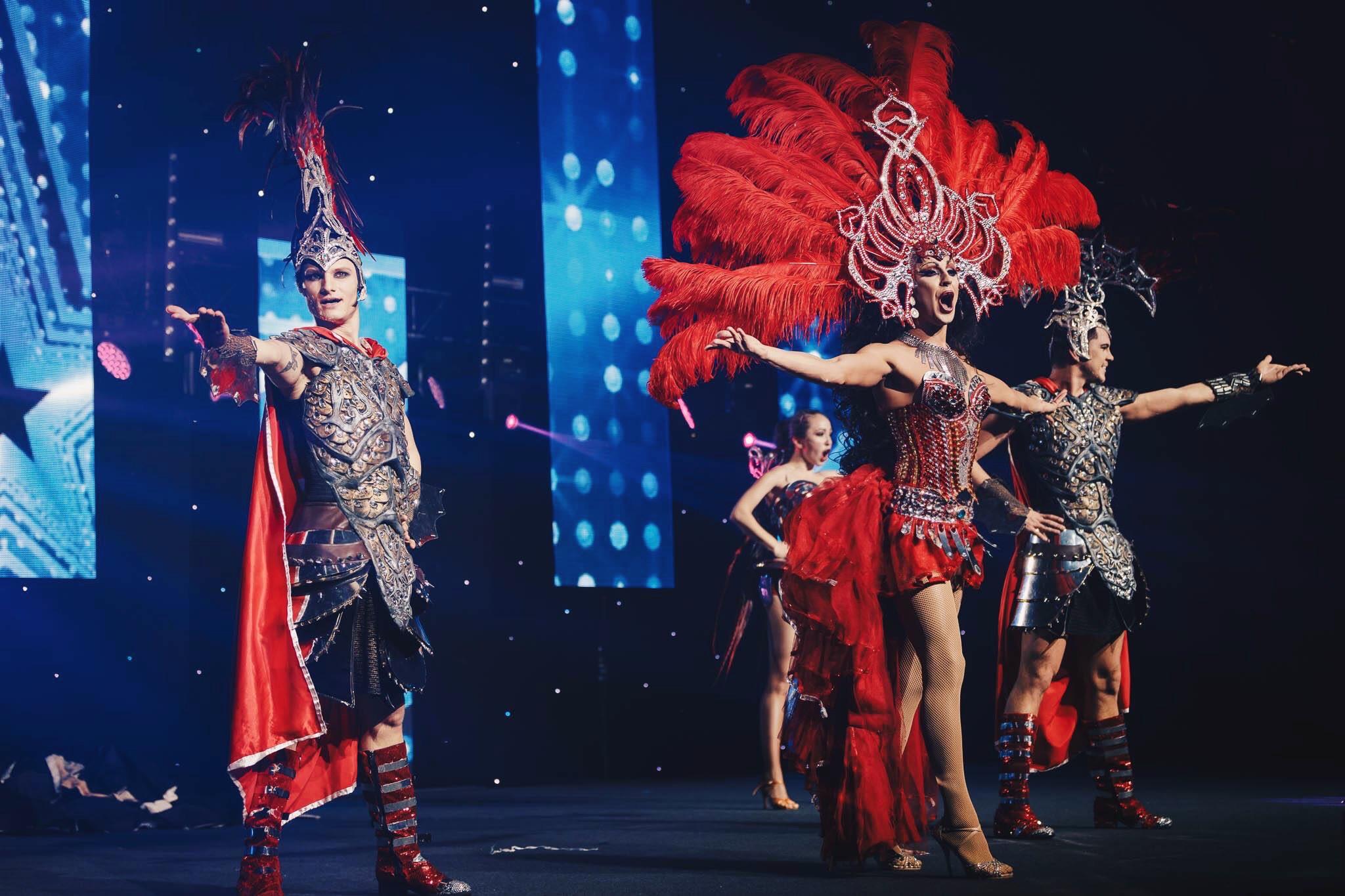 Шоу с перьями в Москве