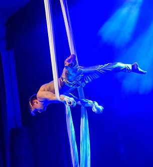 Акробат на полотнах. Шоумен шоу заказать Москва