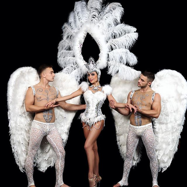 Акробаты, танцоры, живой вокал в Гранд ШОУ