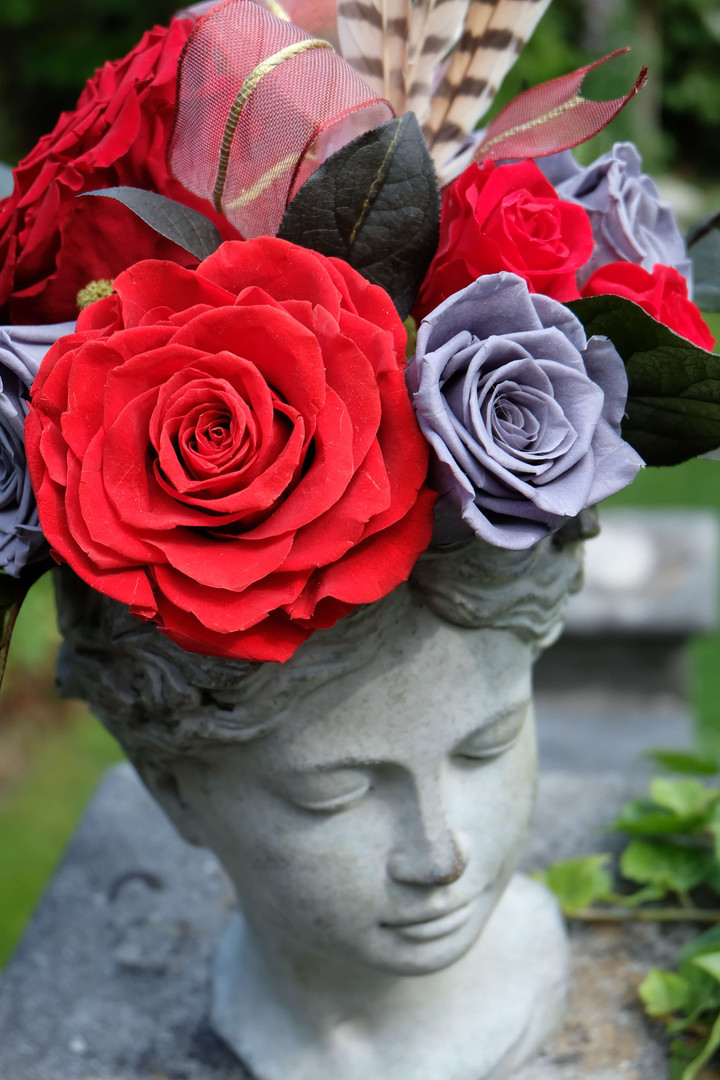 Eternal Rose Statue Centrepiece