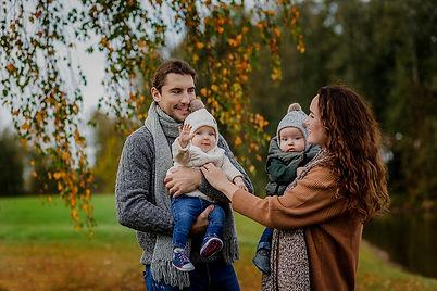 Adutės ir Aro šeima_virselis.jpg