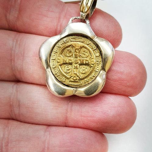 Medalla san benito flor