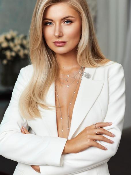 Makiažo ekspertė Karolina Taraškevič-Bethel: su skaistalais atrodysite jaunesnės ir žavesnės