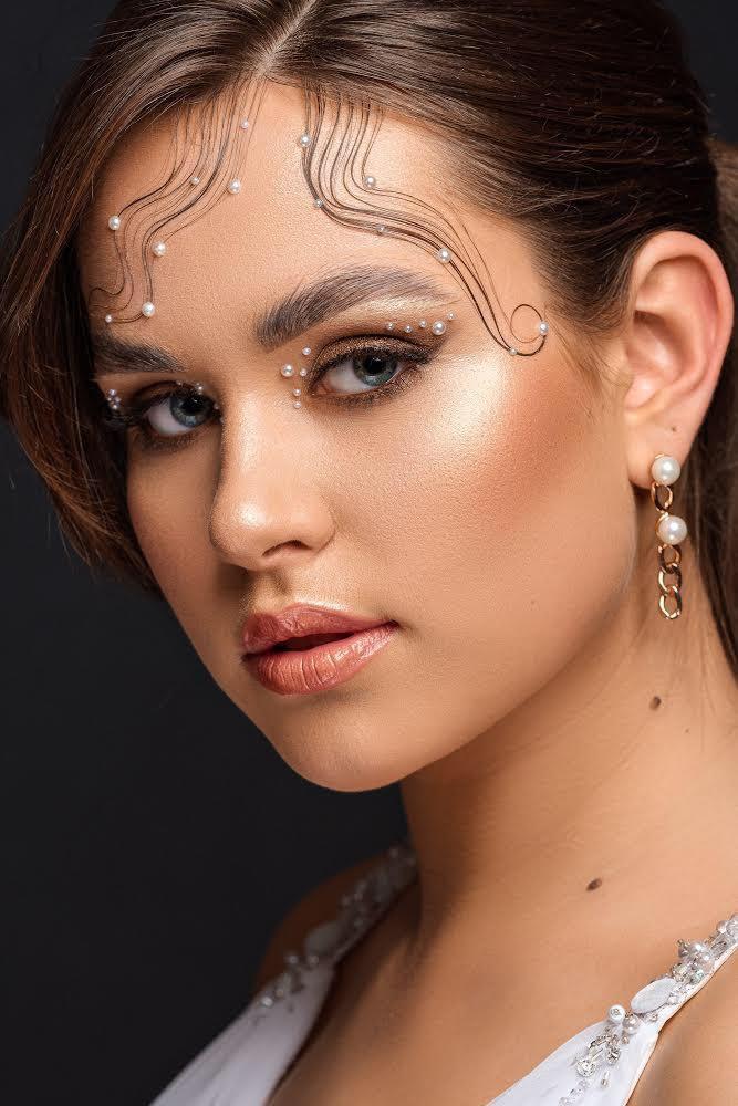 """Meistrės Gabijos kurtas konkursinis """"Creative Bridal"""" įvaizdis. Nuotraukos autorius Saulius Ke."""