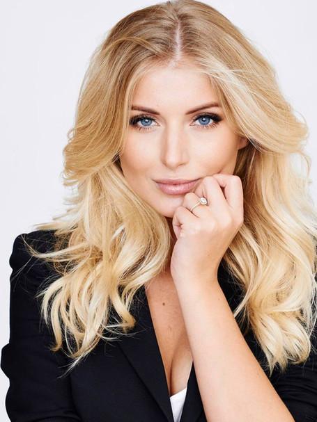 Makiažo ekspertė Karolina Taraškevič-Bethel atskleidžia TOP 10 mėgstamiausių makiažo priemonių