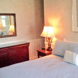 Come & stay with  us! Great options throughout the fall 🍁🍂 for cozy fireplace rooms! Enjoy leaf pe