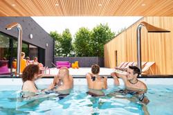 piscine extérieure fun groupes détente