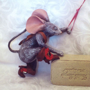 Pirate Mouse Climbing