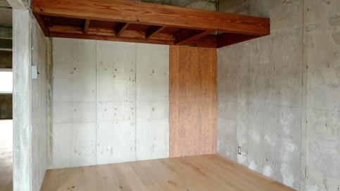 【リビング(ロフト)】南側にはロフトを作りました。収納やベッド、リモートスペースなどでお使いいただけます。