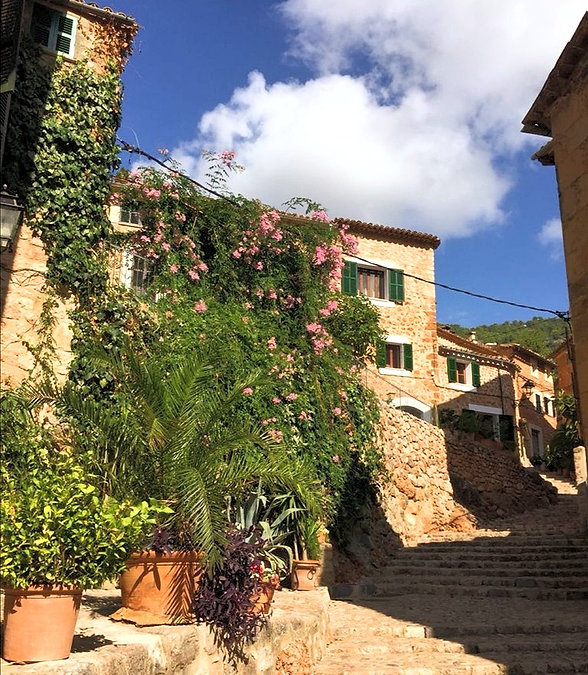 Unsere Tipps & Partner auf Mallorca - Hotels und Fincas in Deià, Fornalutx und im berühmten Kloster Lluc.