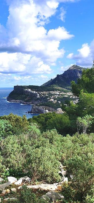 Unser Wanderladen befindet sich direkt am Hafen von Port de Sóller. Besuche uns und buche deine Wanderung. Ein Erlebnis in deinem Mallorca Urlaub.