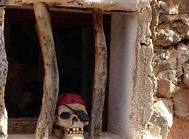 Aromatischer Kiefernduft und Meeresluft in der Piratenbucht am imposanten Lochfelsen
