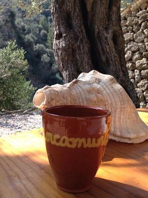 Unser Mallorca Muntanya Trinkbecher. Den bekommst du zu deiner Wanderung dazu.
