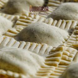 ravioli fatti a mano - sapore in tavola