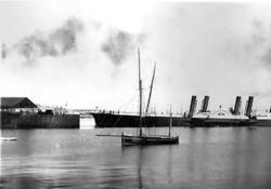 Paddle steamer arrival