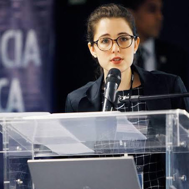 Lívia Gil Guimarães (USP)