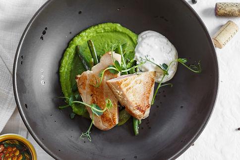 Филе тунца с зеленой фасолью и оливковой сметаной.jpg