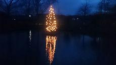 Dorfgemeinschaft Göstrup Weihnachtsbaum auf dem Teich
