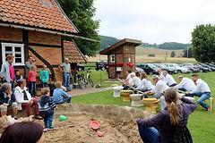 Dorfgemeinschaft Göstrup Kloeinweihung 2017.jpg