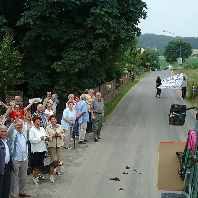 Dorffest 2003 Warten auf den Umzug
