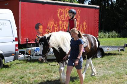 "Carolin Lambrecht mit ""Zirkuspferd ""Leo"""