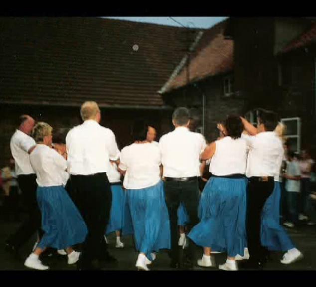 Dorffest 2003 Tanz auf dem Hof