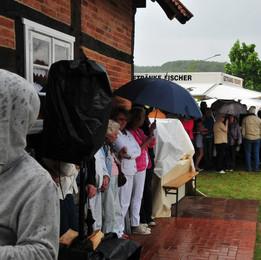 Regen auf dem Festgelände