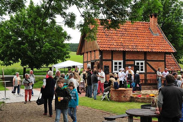 Dorfgemeinschaft Göstrup_Backhauseinweihung.jpg
