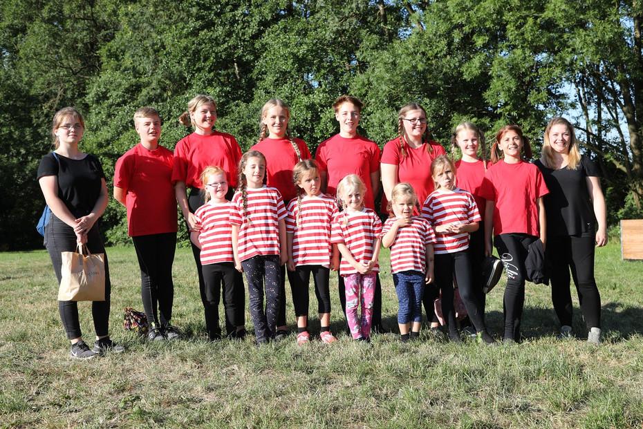Die Extertaler Karotten und das Team Kunterbunt des Voltigiervereins Extertal