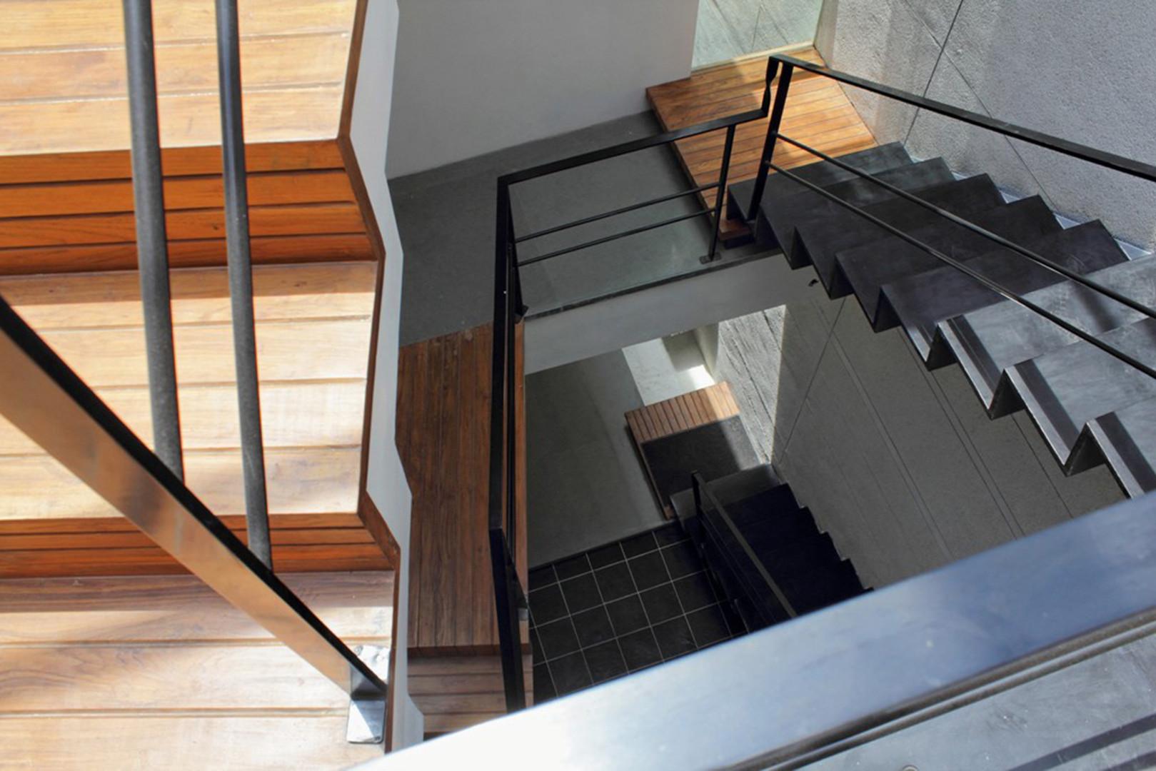 06 Staircase.jpg