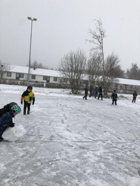 Idrottslektion ute i snön!