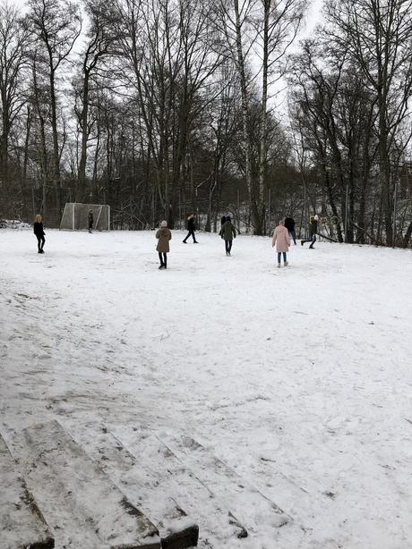 Idrottslektion ute i snön