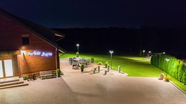 Pokylių salė vaizdas iš oro  nakty