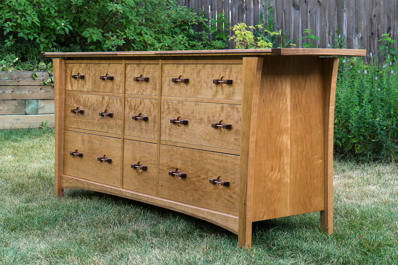 Signaure Dresser