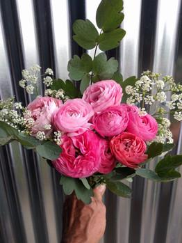 black-shed-ranunculus-bouquet