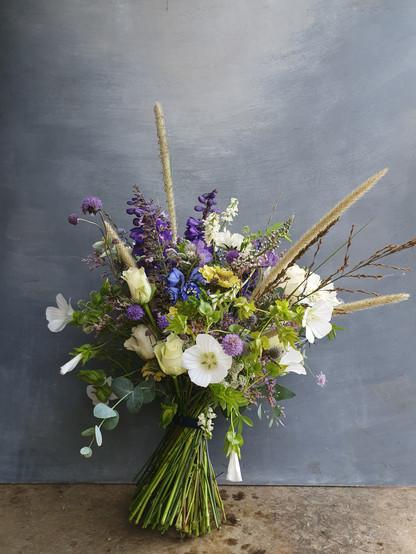 summer-wedding-flowers-black-shed
