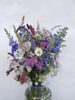 black-shed-wedding-bouquet-colour