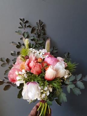 black-shed-spring-wedding-bouquet