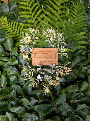 hioney-suckle-detail-funeral-flowers-bla