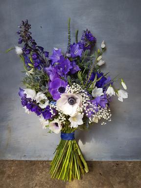 black-shed-wedding-flowers-summer