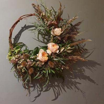 circular-funeral-flower-wreath-black-she